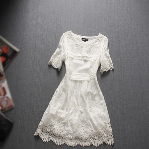 Sleeve lace embroidery flower dress..