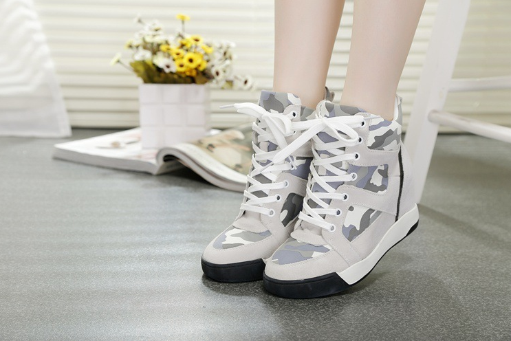The new leather shoes increase in camouflage sports shoes and leisure high shoes women shoes